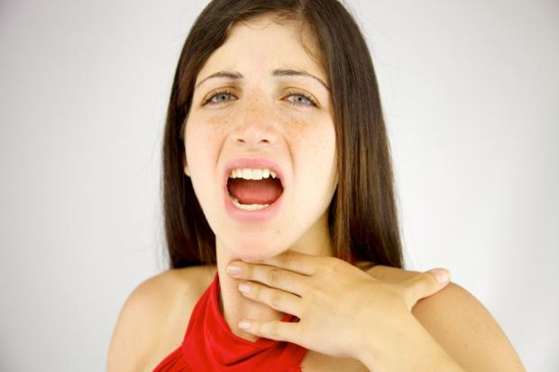Cómo hablar sin forzar la garganta