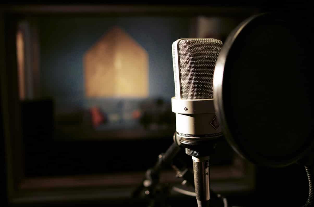 Voz de promociones de televisión. La Voz en Off