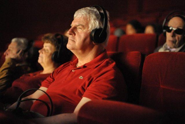 Audiodescripción. La voz en off para descripción visual en cine, televisión y teatro.