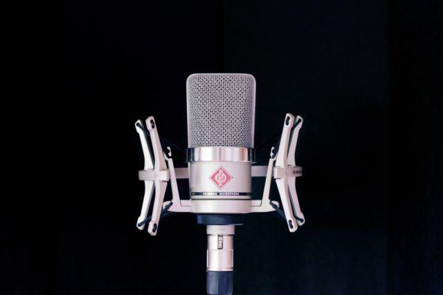 El mejor micrófono para locución. Top 5 de micrófonos para locución profesional.