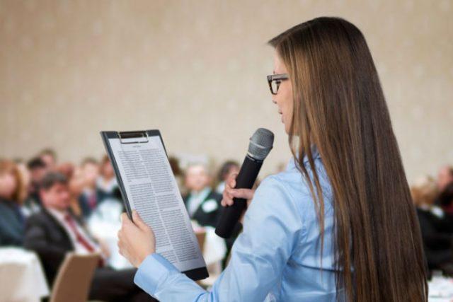 Cómo leer un discurso. Técnicas de voz para leer en público.