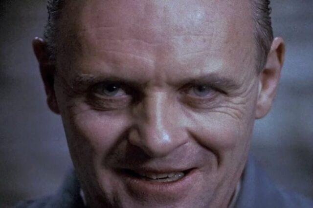 La voz de Hannibal Lecter en español. ¿Quién dobla a Anthony Hopkins? Camilo García actor de doblaje. La voz de Aníbal el Caníbal.