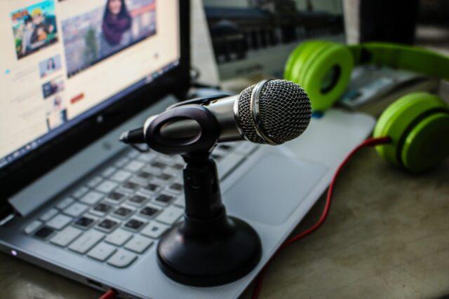 Trabajar con la voz desde casa. Ganar dinero con mi voz grabando locuciones en internet.
