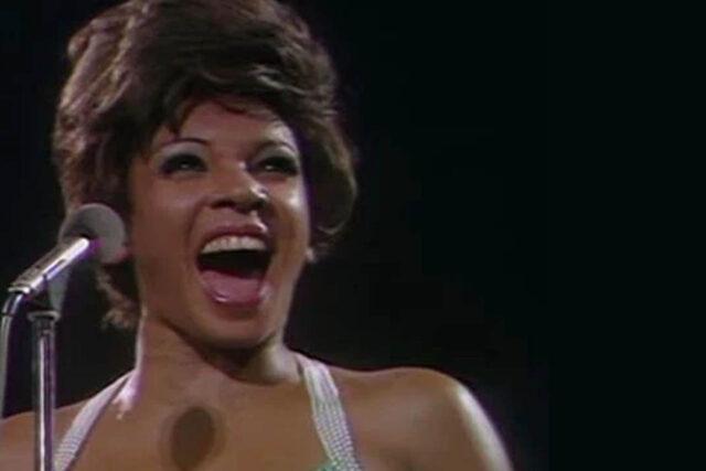 La voz de Shirley Bassey. La voz de los grandes tonos. Voz en Goldfinger 007.