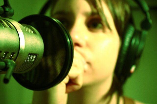 Cómo saber si mi voz es bonita. Saber si tienes una voz bonita es posible.